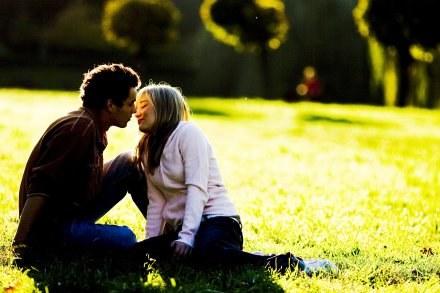 Chcą wprowadzić zakaz całowania się /123RF/PICSEL