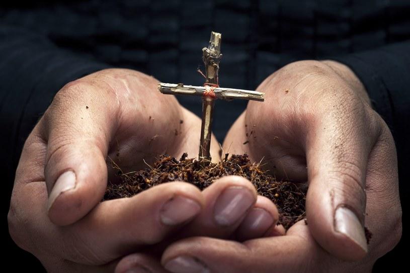 Chcący wystąpić z Kościoła katolickiego muszą dopełnić kościelnej procedury /123RF/PICSEL