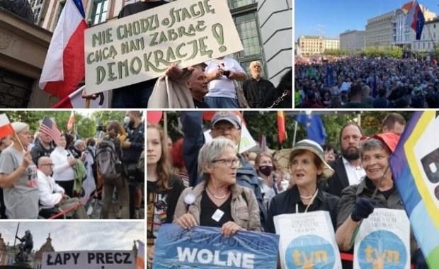"""""""Chcemy mieć wybór"""". W całej Polsce odbyły się protesty ws. lex TVN [RELACJA]"""