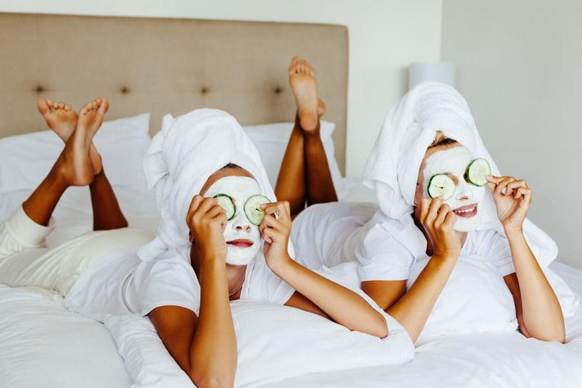 Chcesz, by twoja skóra wyglądała świetnie przez całą noc? Przygotuj ją do tego! /©123RF/PICSEL