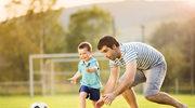 Chcesz by twoje dziecko lepiej się uczyło? Pograj z nim w piłkę!