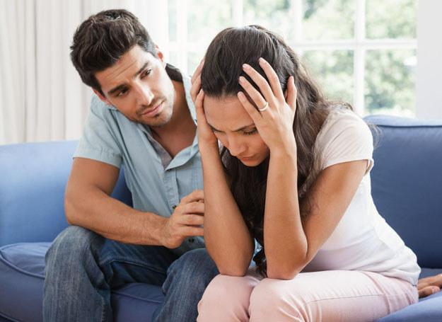 Chcesz przetrwać jej PMS? Wykaż się zrozumieniem i obdarz ją w te dni wyjątkową czułością /123RF/PICSEL
