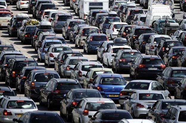 Chcesz się wyróżniać? Kup czerwone auto /AFP