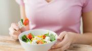 Chcesz utrzymać dietę - jedz w samotności
