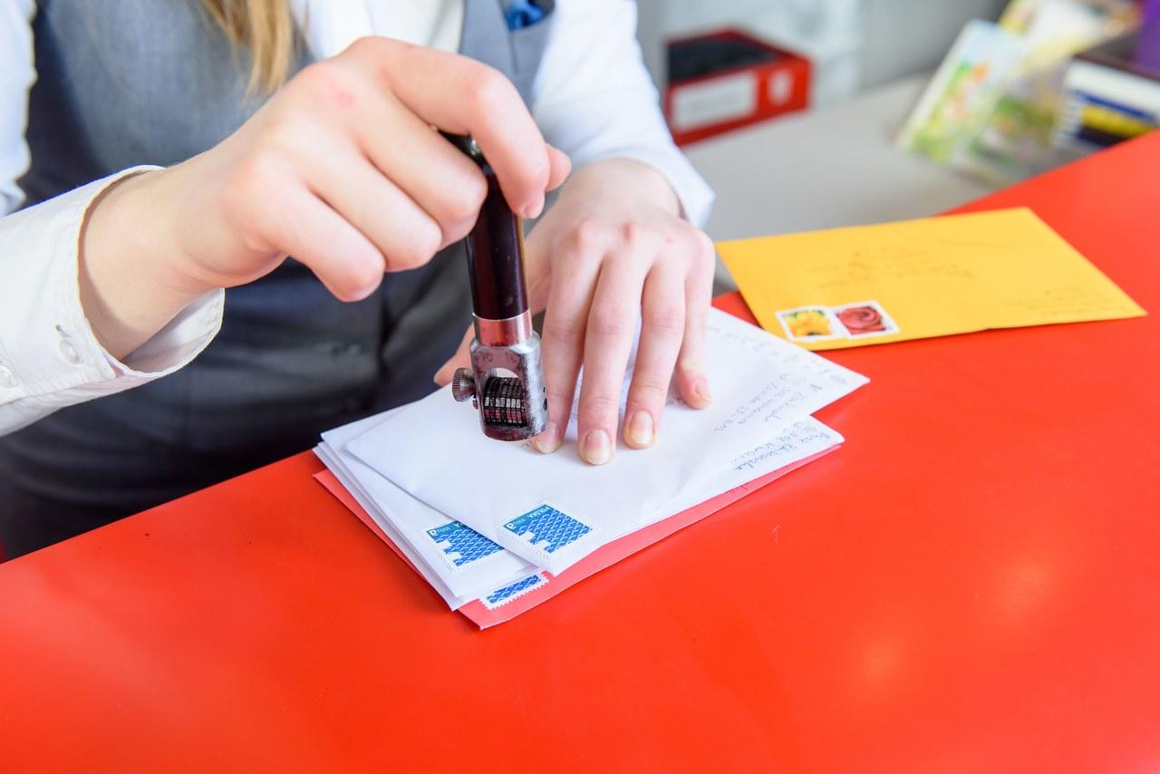 Chcesz wysłać list za granicę? Sprawdź zmiany w funkcjonowaniu Poczty Polskiej