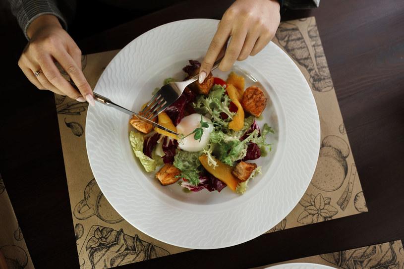 Chcesz zachować zdrowie i żyć dłużej? Stosuj niskokaloryczną dietę /123RF/PICSEL