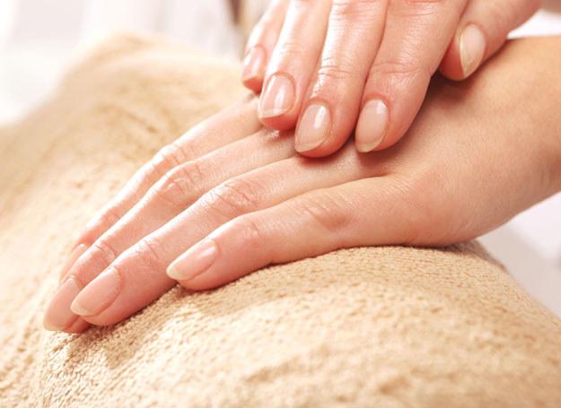 Chcesz zregenerować dłonie? Zacznij od kąpieli parafinowej /123RF/PICSEL