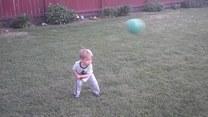 Chciał nauczyć syna gry w golfa. Nie poszło za dobrze
