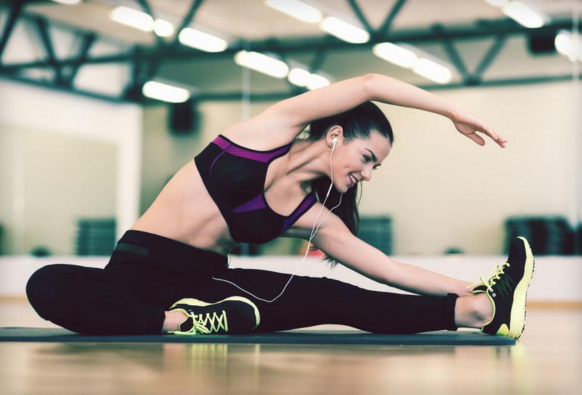 Chciałabyś zacząć ćwiczyć regularnie, ale brakuje ci chęci? Włącz muzykę /123RF/PICSEL