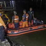 Chcieli zrobić  sobie selfie na łodzi, zginęli. Tragiczny wypadek w Indonezji