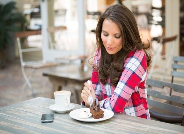 Cheat meal (oszukany posiłek) zalecają swoim podopiecznym zarówno dietetycy jak i trenerzy /123RF/PICSEL
