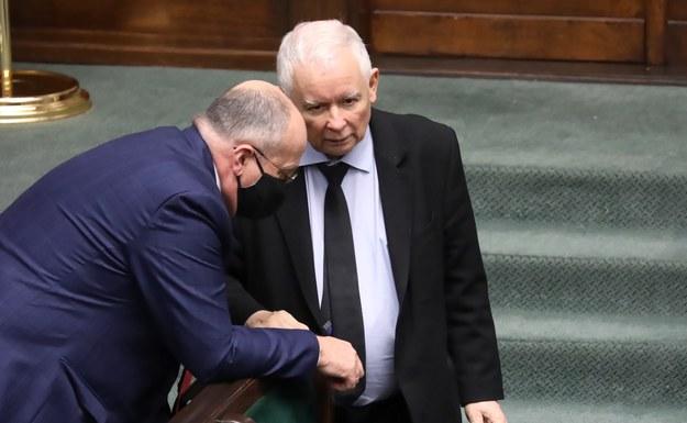 Chęć oddania głosu na rządzące ugrupowania zadeklarowało 32,2 proc. ankietowanych. / Tomasz Gzell    /PAP