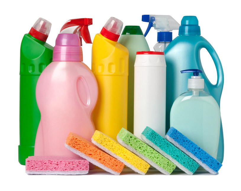 Chemia w sprzątaniu /© Photogenica