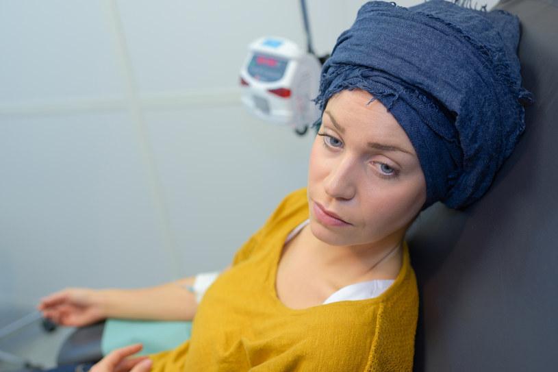 Chemioterapia działa na chore komórki, ale też nie oszczędza zdrowych /123RF/PICSEL