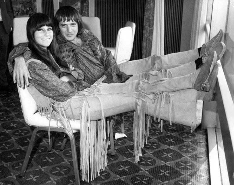 Cher i Sonny Bono w hotelu Hilton w 1965 r. /Douglas Miller/Keystone /Getty Images