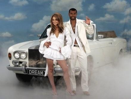 Cheryl Cole i jej mąż Ashley - obrońca Chelsea i reprezentacji Anglii razem pławią się w luksusie /AFP