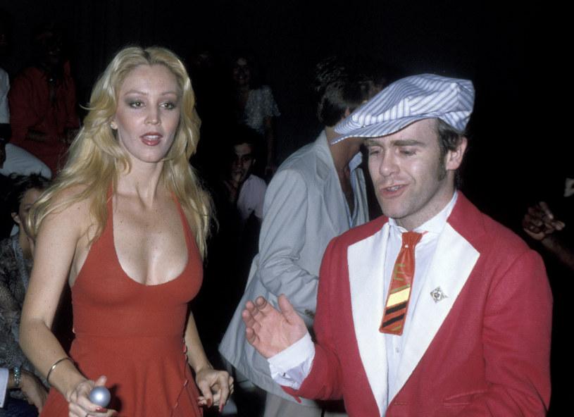 Cheryl Rixon i Elton John na jednej z hucznych imprez w Nowym Jorku w 1978 r. /Ron Galella, Ltd./Ron Galella Collection /Getty Images