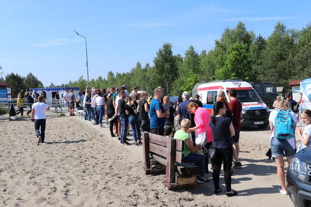 Chętni do szczepienia na Pustyni Błędowskiej /Jacek Skóra /RMF FM