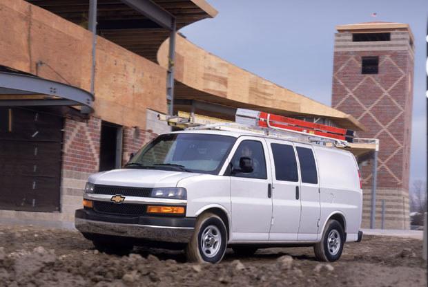 Chevrolet Express z 2002 roku. Do kupienia za 5 tys. dolarów / kliknij /INTERIA.PL