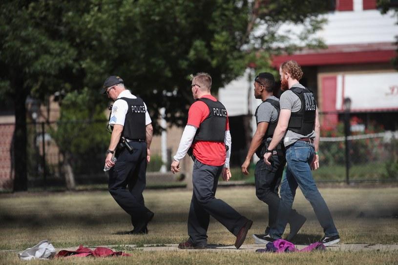 Chicago, 16 czerwca, śledczy na miejscu strzelaniny, w której zginęły dwie dziewczynki - 7- i 12-letnia /AFP