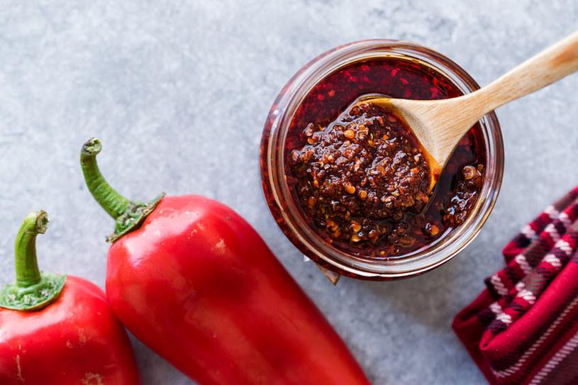 Chili nie tylko podkręca smak potraw, ale pomoże na ból /123RF/PICSEL
