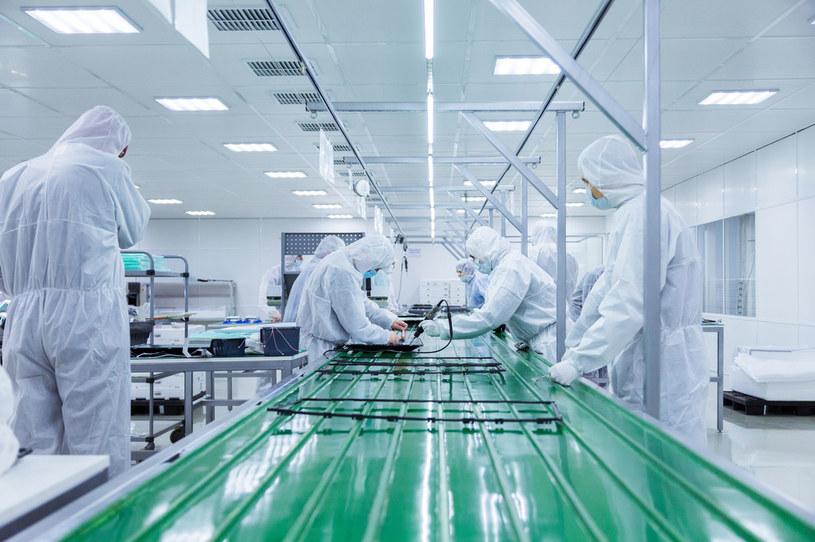 Chińczycy inwestują we własne fabryki półprzewodników /123RF/PICSEL