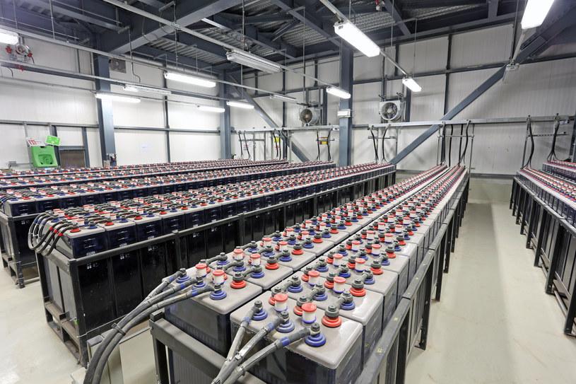 Chińczycy stali się liderem w świecie baterii litowo-jonowych /123RF/PICSEL