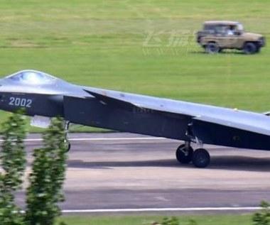 Chińczycy testują ponaddźwiękowy i niewidzialny myśliwiec