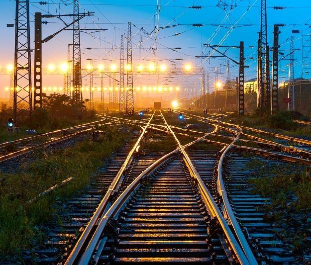 """Chińczycy zmodernizują polską kolej? Eksperci obawiają się """"syndromu Covecu"""" /©123RF/PICSEL"""