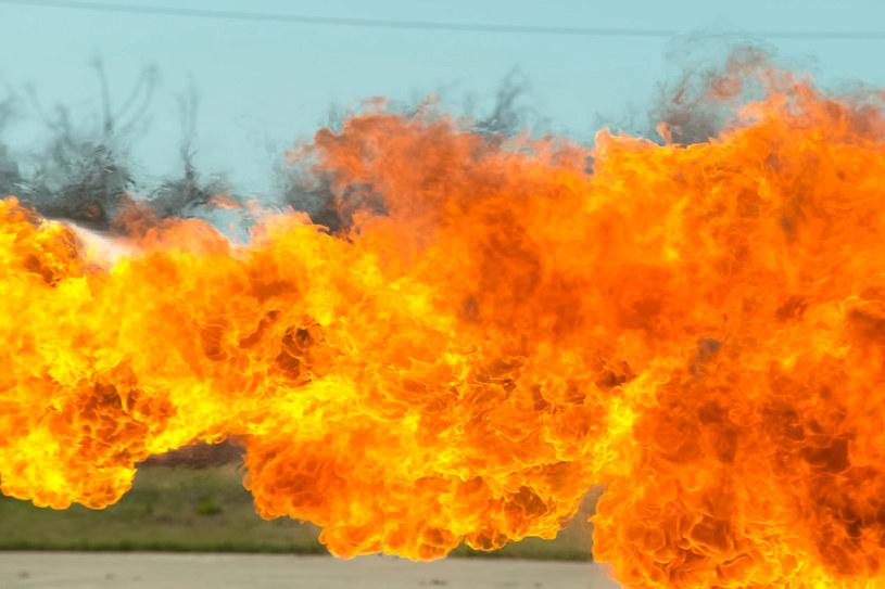 Chińczycy znów używają miotaczy ognia /123RF/PICSEL