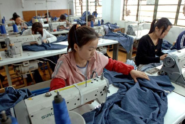 Chińscy planiści opublikowali szczegółową listę gałęzi przemysłu, które będą wspierane przez rząd /AFP