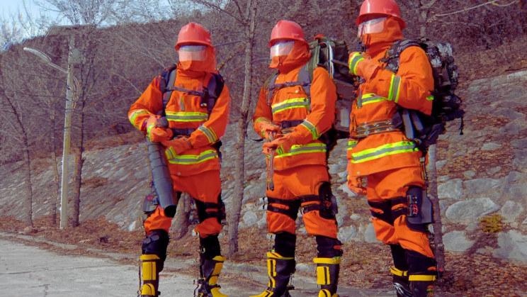 Chińscy strażacy wyposażeni w nowe egzoszkielety /Fot.CASIC /materiały prasowe