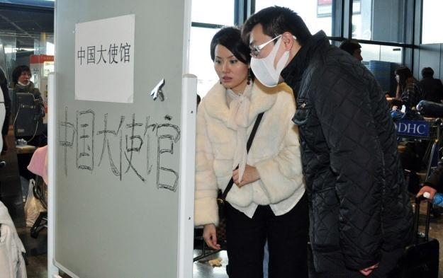 Chińska ambasada w Tokio. Poszukiwanie zaginionych /AFP