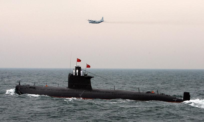 Chińska potęga wojskowa coraz częściej wykorzystuje najnowsze rozwiązania technologiczne /AFP