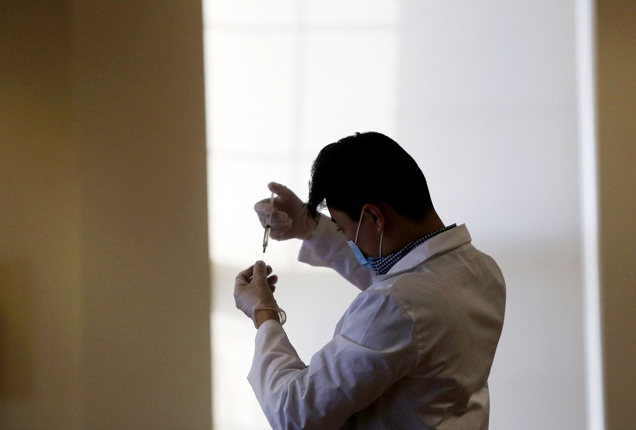 Chińska szczepionka Sinopharmu ma 79 proc. skuteczności
