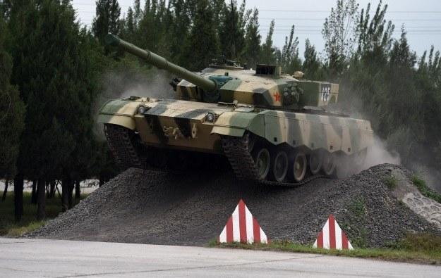 Chiński czołg podczas pokazów zdolności bojowych /AFP