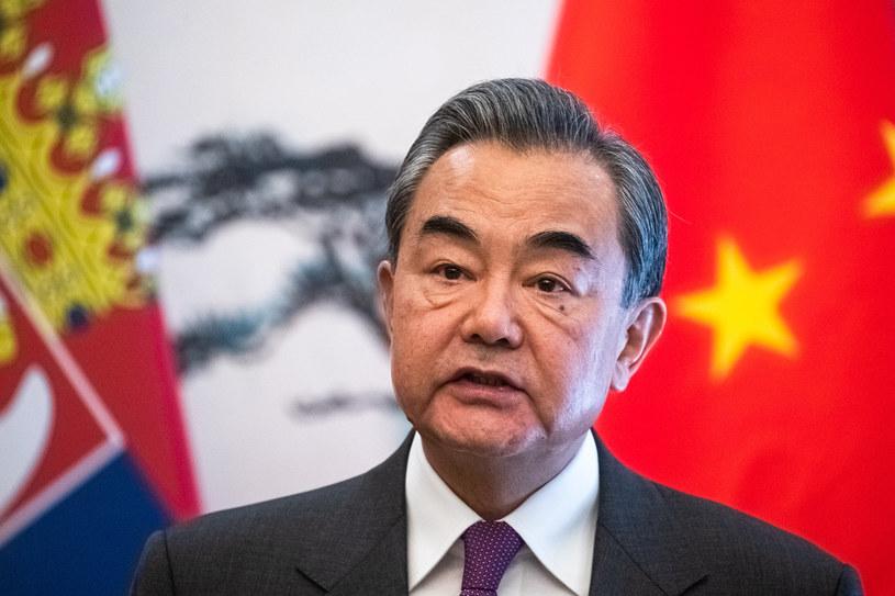 Chiński minister spraw zagranicznych Wang Yi stanowczo zaprzecza zarzutom /Roman PILIPEY / POOL / AFP /AFP