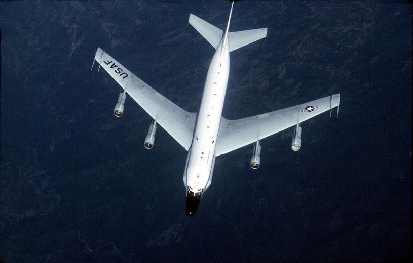 Chiński myśliwiec J-10 zbliżył się do amerykańskiego samolotu zwiadowczego RC-135 /GREG DAVIS / USAF /AFP