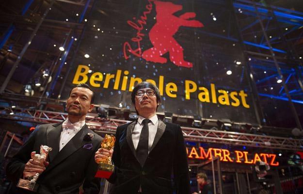 Chiński reżyser Diao Yinan oraz aktor Liao Fan z nagrodami Berlinale /AFP