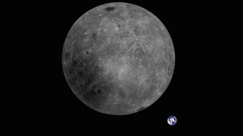 Chiński satelita ukazał na zdjęciu Ziemię i niewidoczną z niej stronę Księżyca /Geekweek