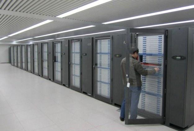 Chiński superkomputer jest najszybszą maszyną obliczeniową na świecie /gizmodo.pl