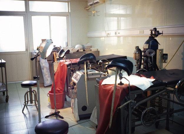 Chiński szpital w którym dokonuje się aborcji. Na sali można przeprowadzać kilka zabiegów jednocześn /East News