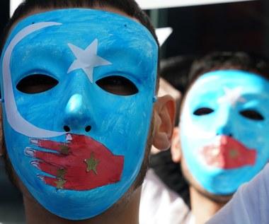 Chińskie obozy dla Ujgurów: Masowe aresztowania i pranie mózgu