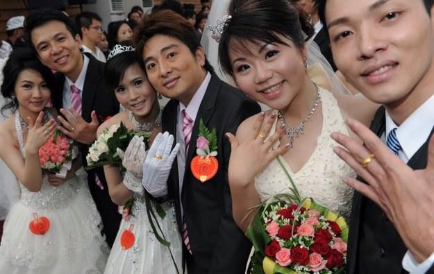 Chińskie społeczeństwo postrzega małżeństwo jako umowę, dobrą inwestycję na przyszłość /AFP