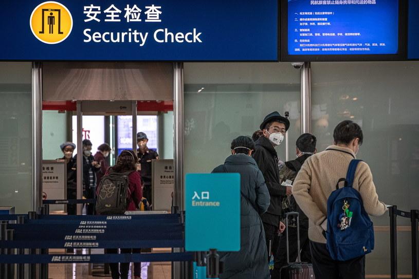 Chińskie władze zniosły w środę zakaz wyjazdu z miasta Wuhan. Na zdjęciu lotnisko w tym mieście /ROMAN PILIPEY /PAP/EPA