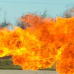 Chińskie wojsko korzysta z miotaczy ognia
