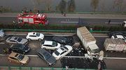 Chiny: 14 ofiar śmiertelnych karambolu drogowego