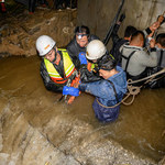Chiny: 28 śmiertelnych ofiar powodzi. W tym pasażerowie autobusu, który spadł do rzeki