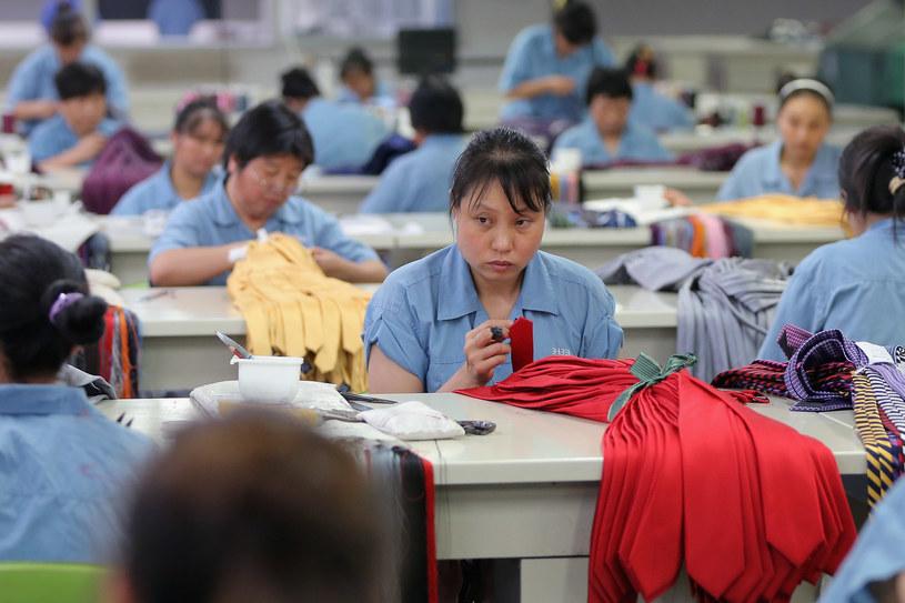 Chiny. Praca w fabryce krawatów /Getty Images/Flash Press Media