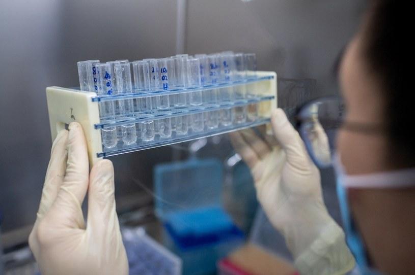 Chiny: Przestępcy zarobili miliony na sprzedaży podrabianych szczepionek /NICOLAS ASFOURI /AFP